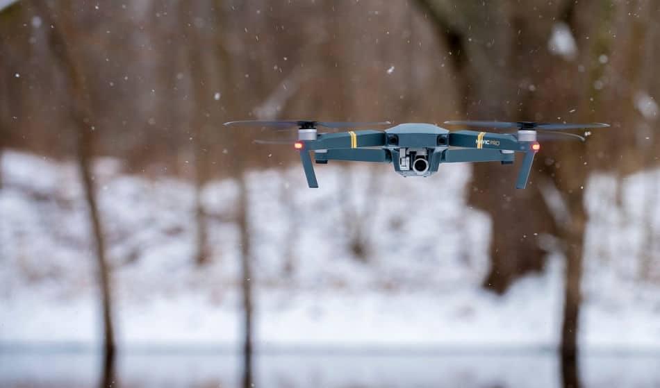Tips Menerbangkan Drone Saat Salju
